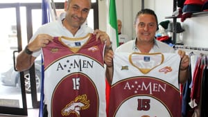 Scuola Basket Arezzo - Mauro Castelli con le maglie 2015