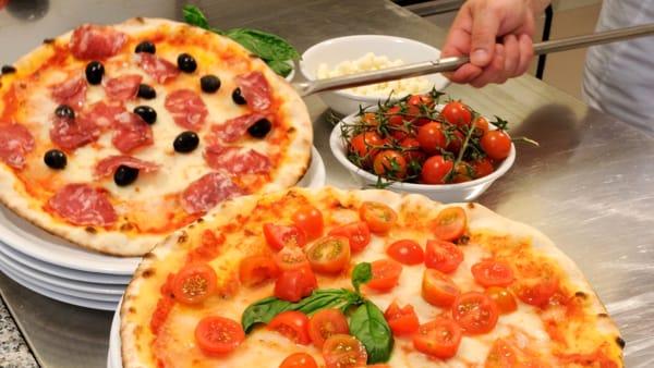 Pizzeria sotto le stelle in piazza San Giusto