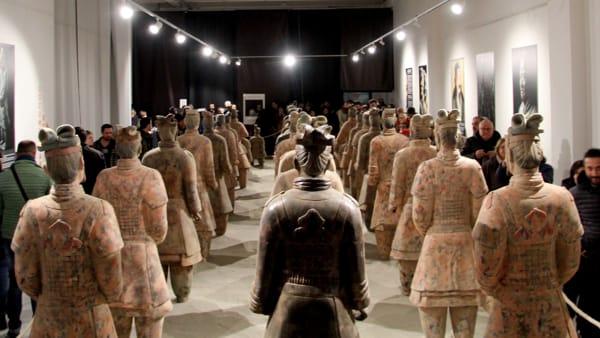 """China Legends"", 34 guerrieri in terracotta in mostra al Valdichiana Outlet Village"
