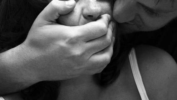 Giornata contro la violenza sulle donne: #neancheconunfiore