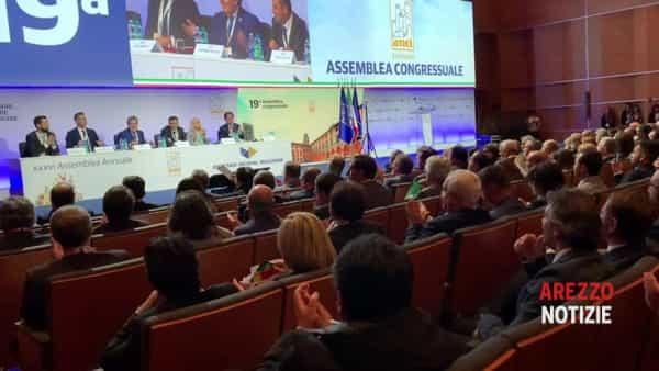 Al via l'assemblea Anci ad Arezzo, Decaro presidente per acclamazione. Arrivati Raggi, Orlando, Mastellla e Nardella
