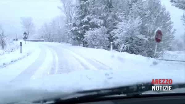 VIDEO | Tra neve e l'emergenza Coronavirus, così al lavoro
