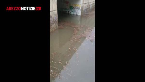 Arezzo di nuovo sott'acqua: strade e sottopassi allagati. Allerta meteo fino a domani sera