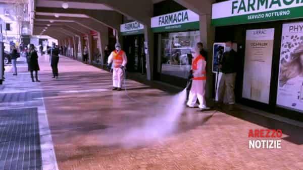 Getto di vapore a 140 gradi. Sanificazione in città, dalla stazione a Campo di Marte
