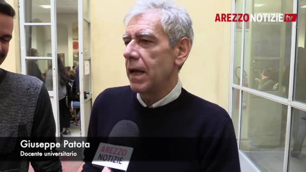 Strafalcioni e gaffe addio: al Pionta Lorenzo Baglioni fa lezione sul congiuntivo a suon di musica