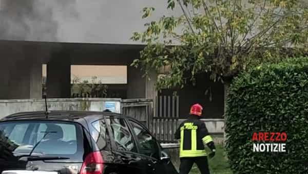 VIDEO | Denso fumo in via XXV Aprile