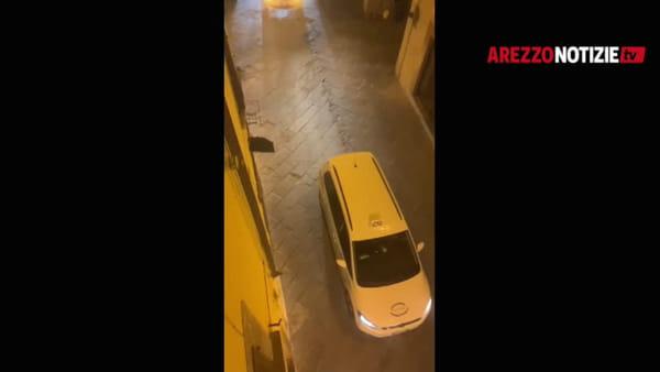 VIDEO | I tassisti di Arezzo sfilano per le vie del centro con l'inno di Mameli