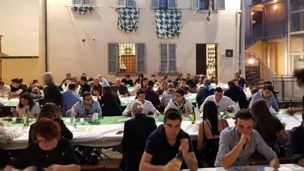 Cena nella corte. Il sabato di Porta Sant'Andrea