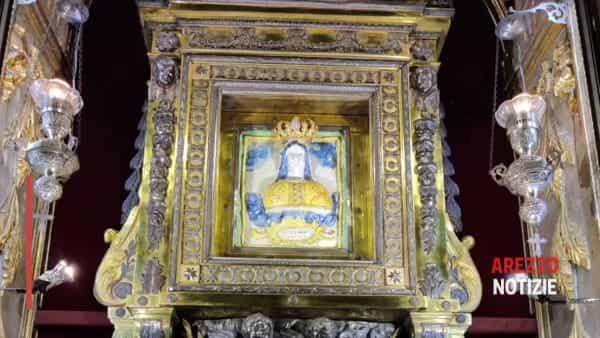 """La Madonna del Conforto splende dopo il restauro. Fontana: """"Messaggio di unità per il bene comune, per Arezzo"""""""