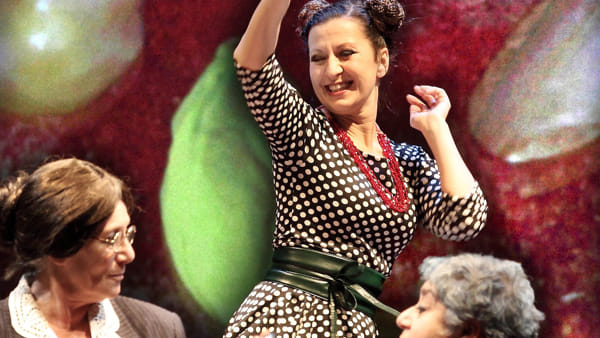"""Serra Yilmaz in scena con """"La Bastarda di Istanbul"""""""