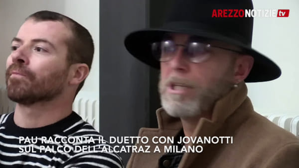 """Negrita e Jovanotti sul palco dell'Alcatraz, cantano insieme e poi: """"Ci vediamo in centro a Cortona"""""""