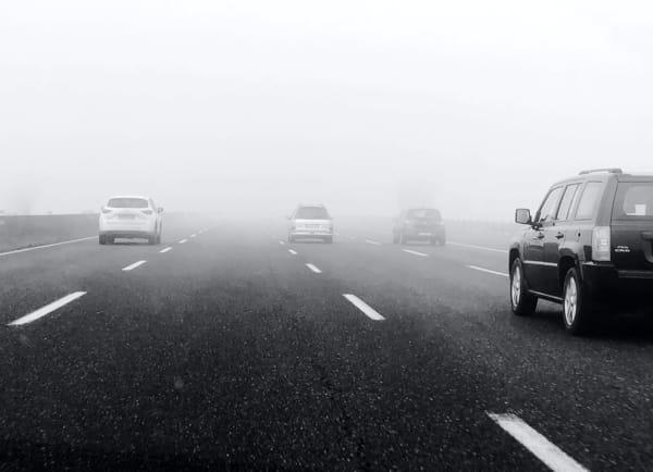 Nebbia_autostrada_bianco_nero-2